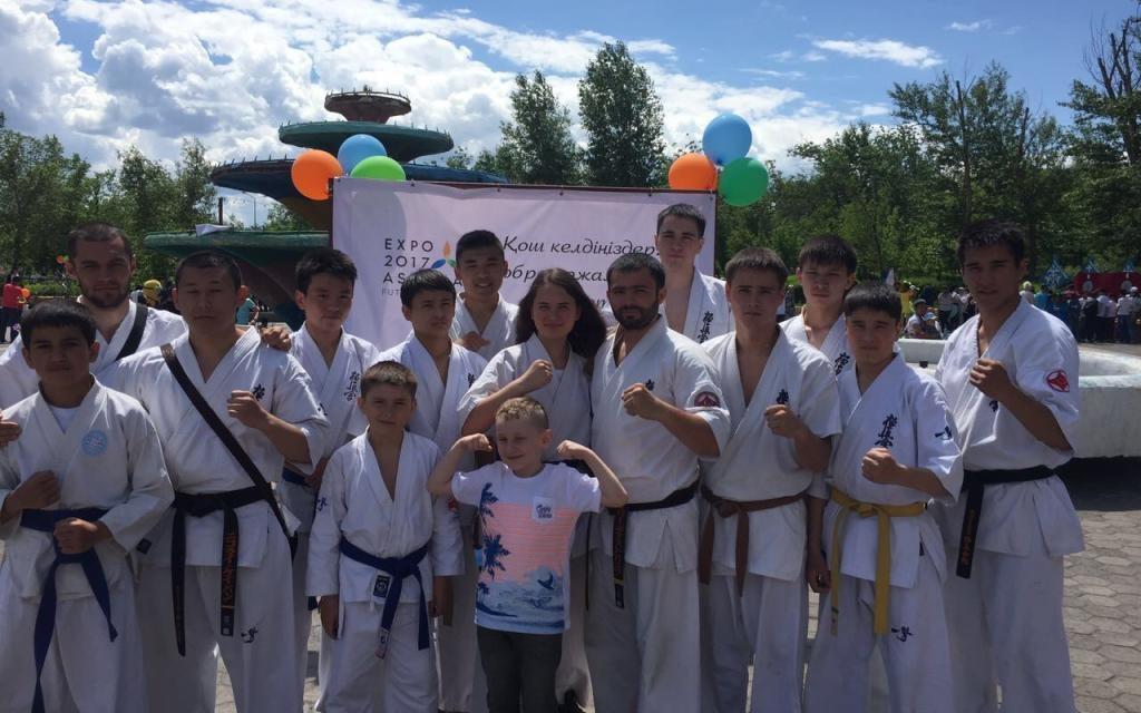В День защиты детей юные каратисты выступили с призывом к здоровому образу жизни