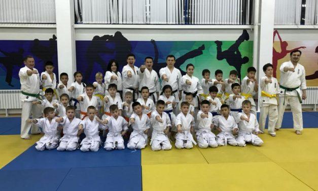 В Алматинском филиале федерации прошла открытая тренировка для детей из детского дома