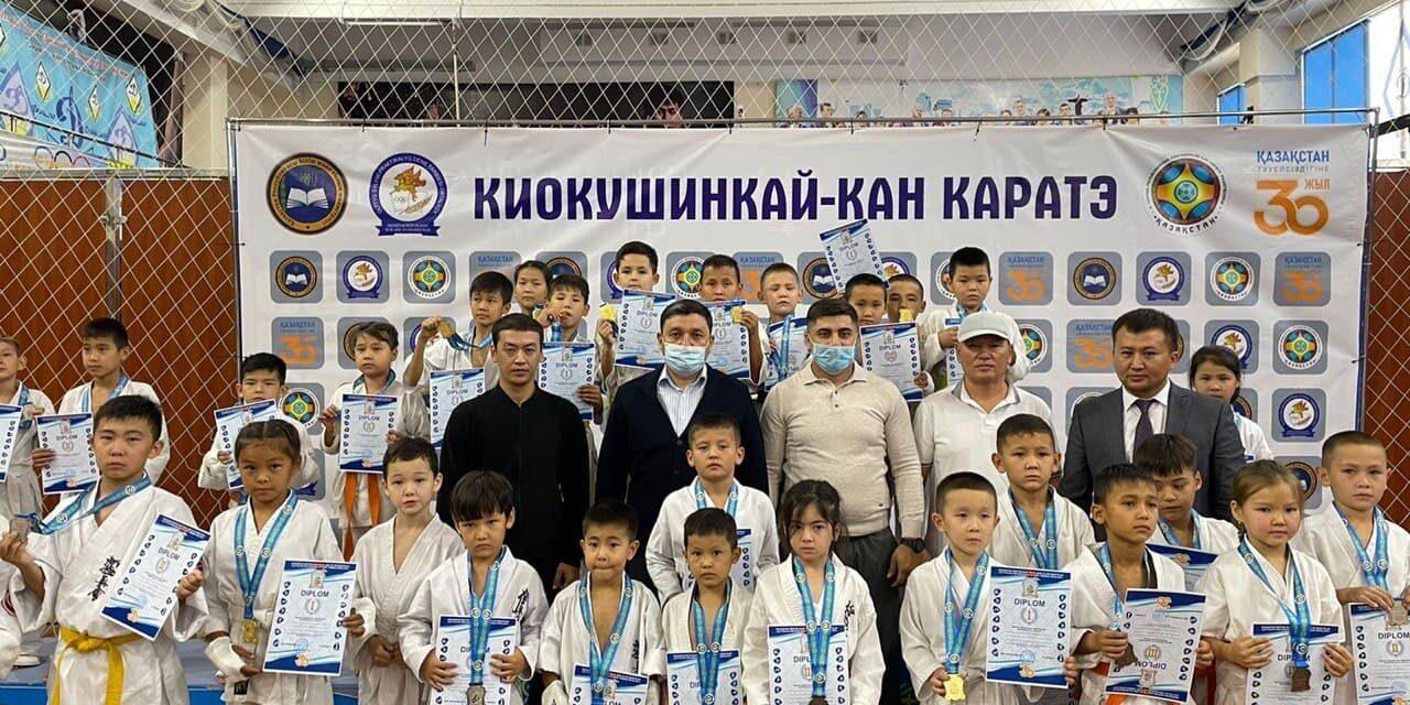 Тараз қаласы «Дәулет» спорт кешенінде киокушинкай-кан каратэден оқушылар арасында командалық республикалық турнир өтті